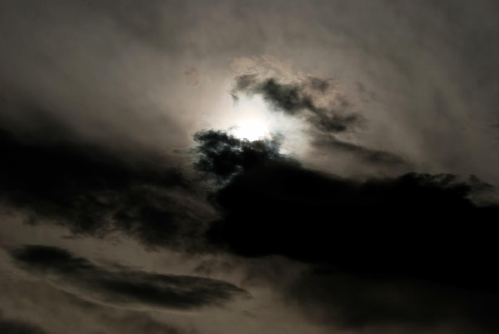 不吉な雲行き | ぱくたそ-フリー...