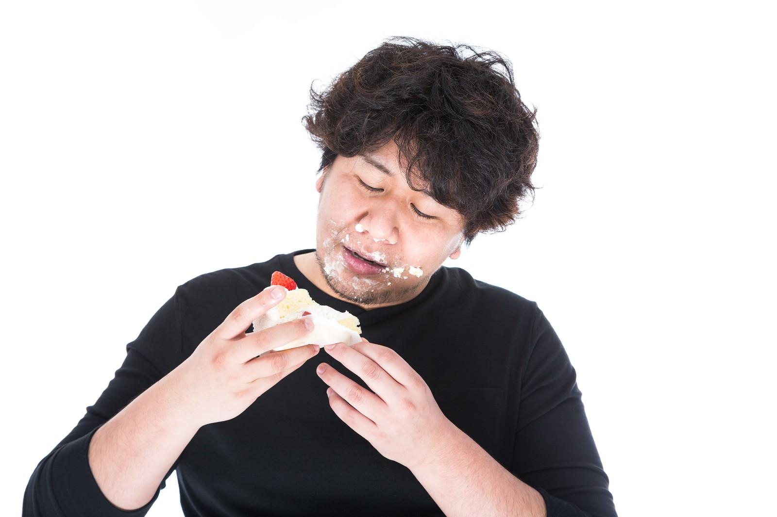 「ケーキの美味しさに目覚めた瞬間。それは彼が太る契機だった」の写真[モデル:あまのじゃく]