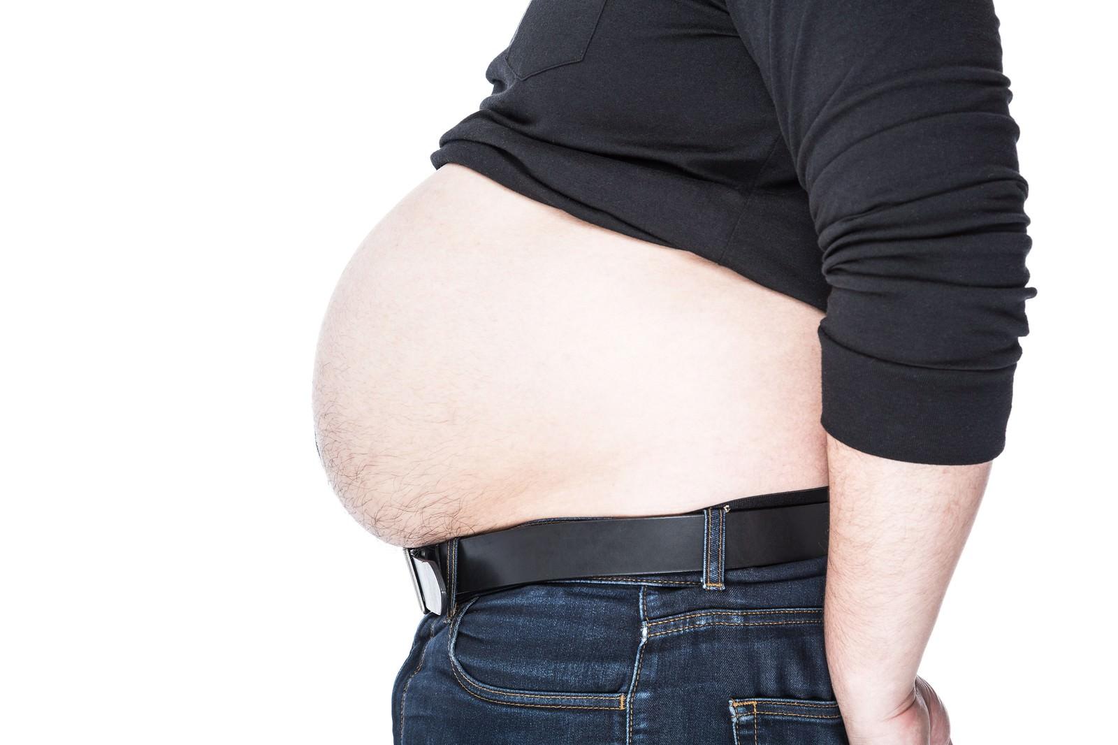 「皮下脂肪をアピールするグラマラスフトイ」の写真[モデル:朽木誠一郎]