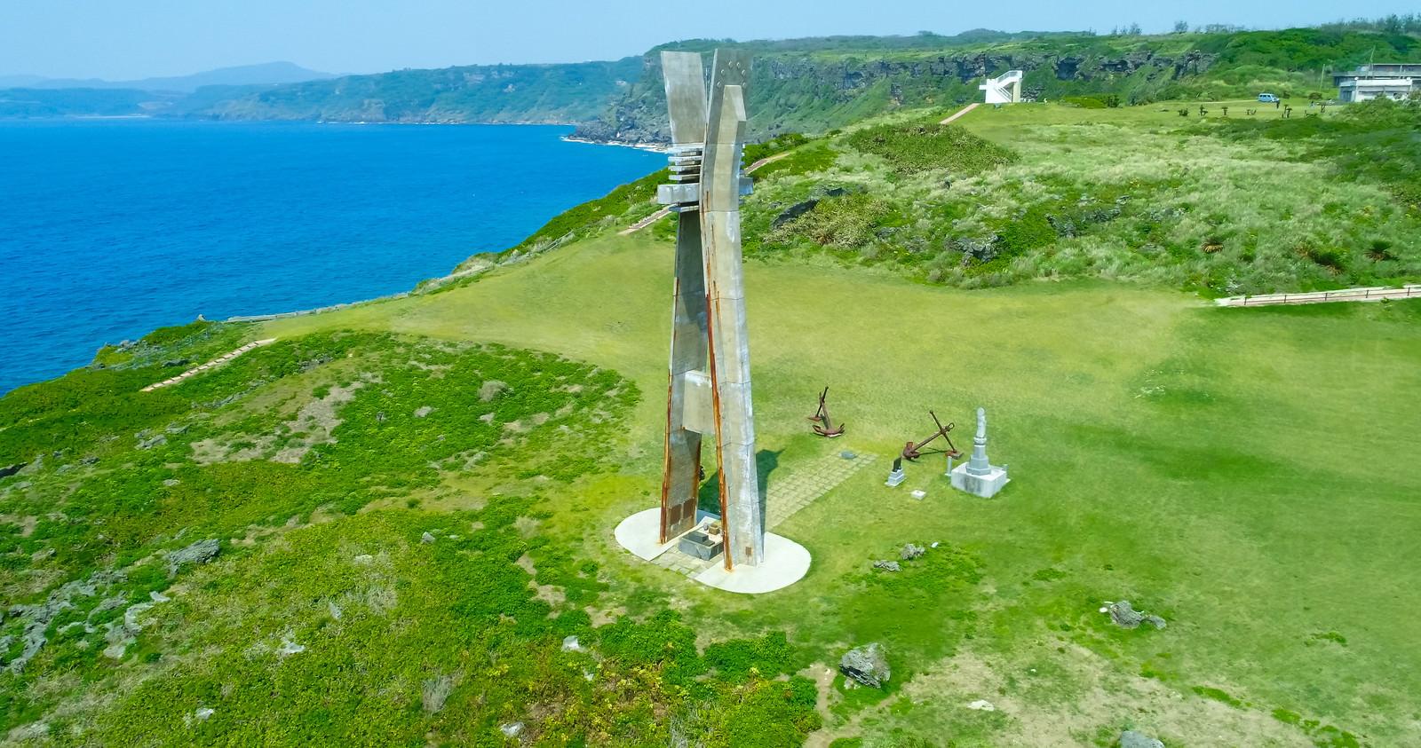 「徳之島にある戦艦大和慰霊塔(空撮)」の写真