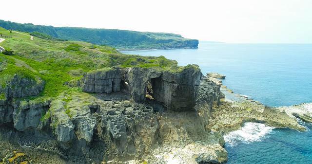 犬の門蓋(いんのじょうふた)のメガネ岩の写真