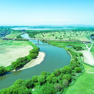 「渡良瀬川と渡良瀬遊水地が見える(空撮)」の写真素材