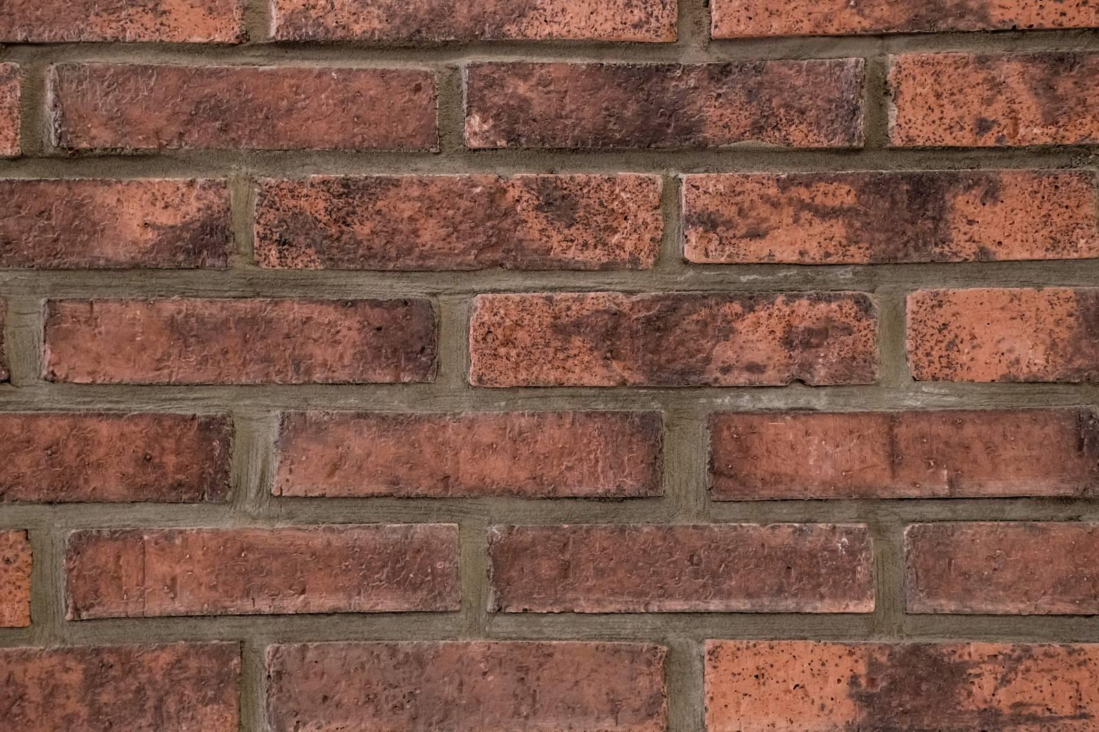 「茶色いレンガの壁(テクスチャー)茶色いレンガの壁(テクスチャー)」のフリー写真素材を拡大