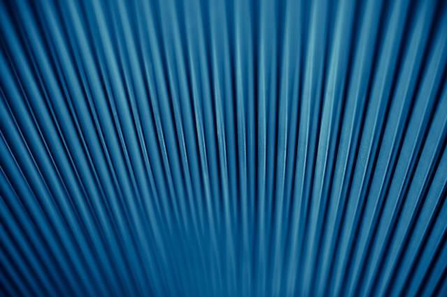 青いトタンの壁の写真
