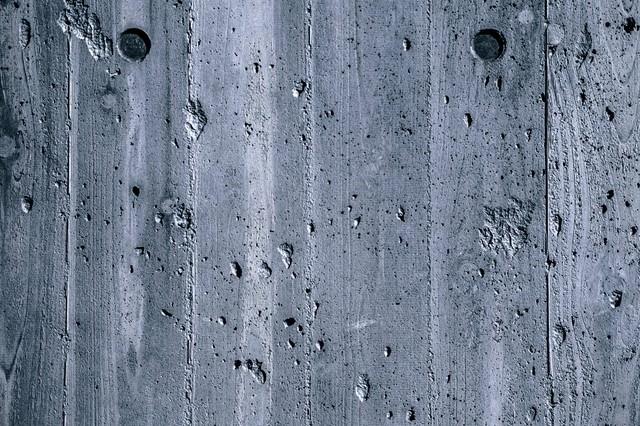傷が目立つ木目の壁(テクスチャー)の写真