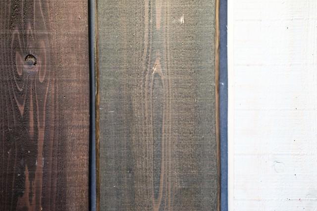 塗装された木の板の写真
