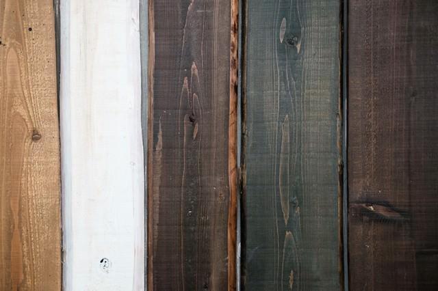 塗装の色が異なる木の板(テクスチャー)の写真