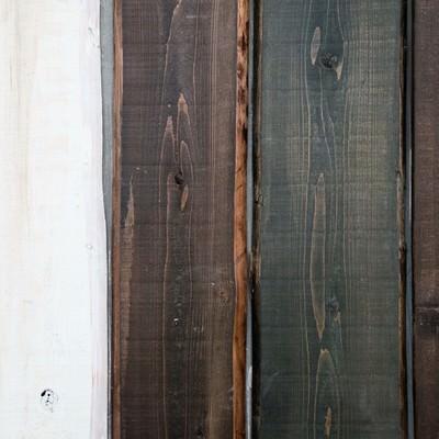 「塗装の色が異なる木の板(テクスチャー)」の写真素材