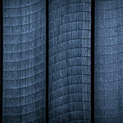 「うろこ模様の木の板」の写真素材