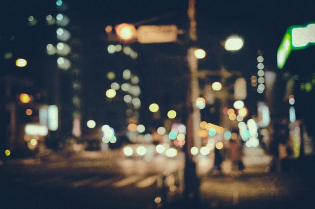夜間外出(ノイズ)の写真