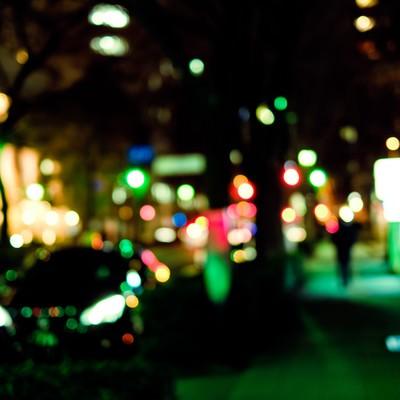 「大通りを抜けた横道(夜間)」の写真素材
