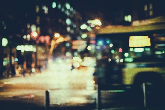 夜間の交差点(高感度)