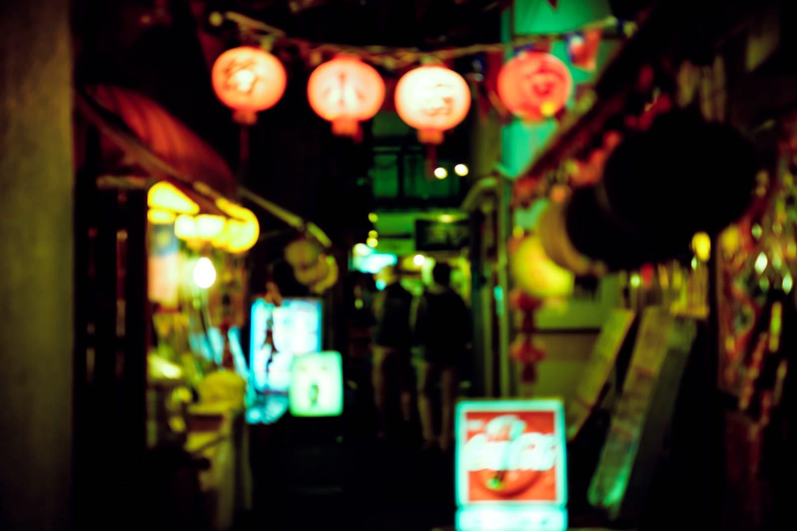 「裏手に酒場」の写真