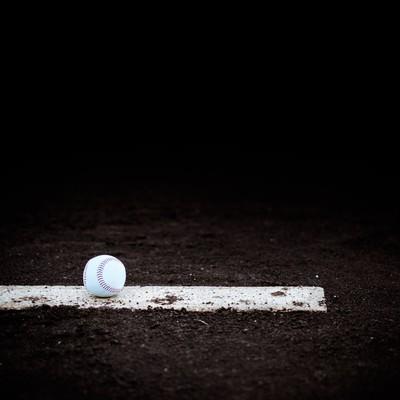 「ピッチャープレートとボール」の写真素材