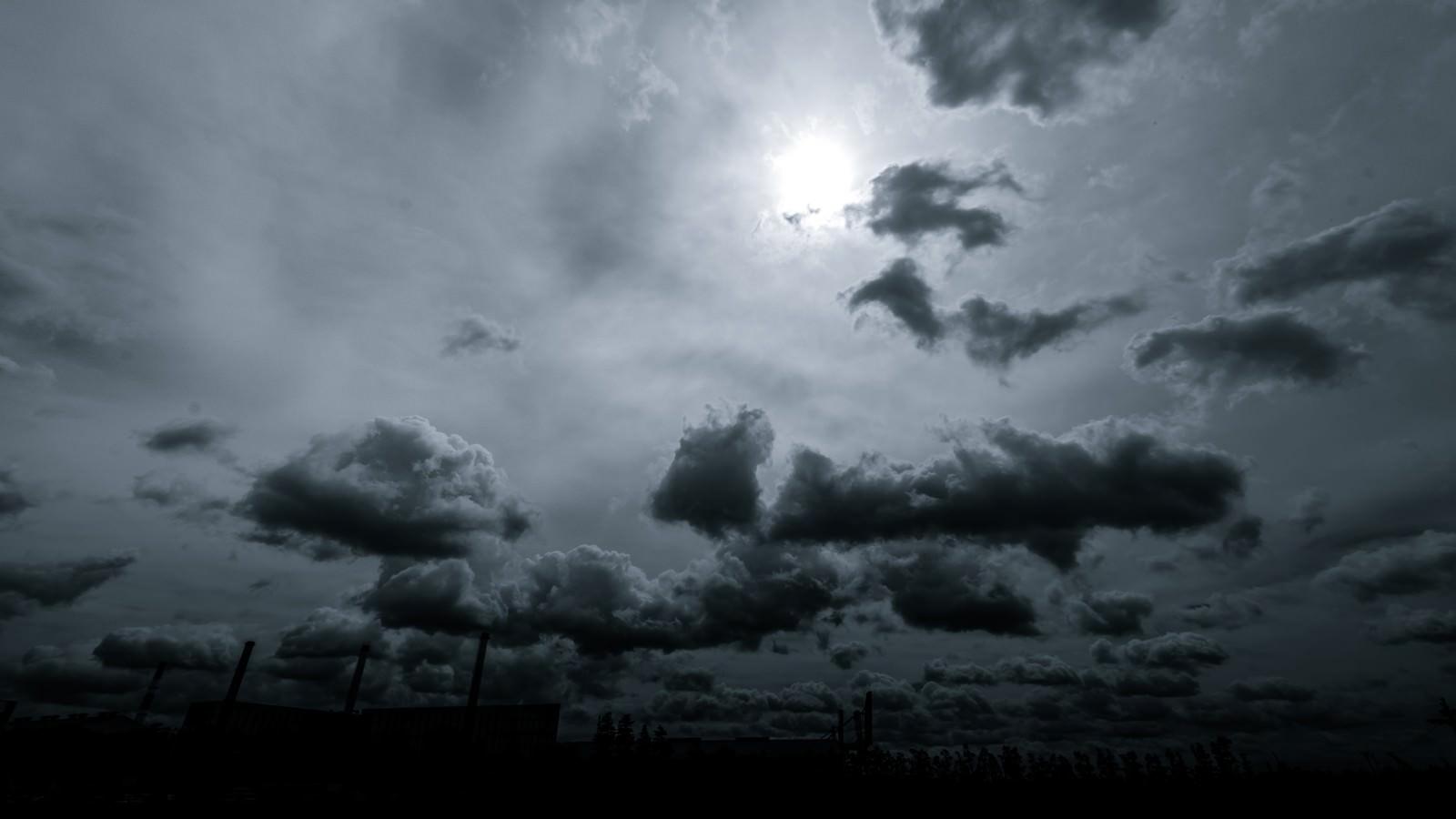 怪しい雲行き | ぱくたそ-フリー...