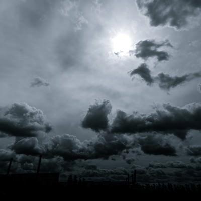 「怪しい雲行き」の写真素材