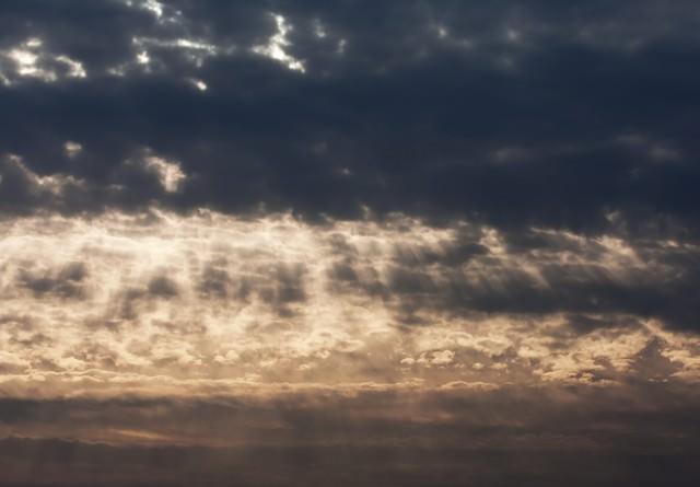 天使のはしご...?(夕暮れの雲)の写真