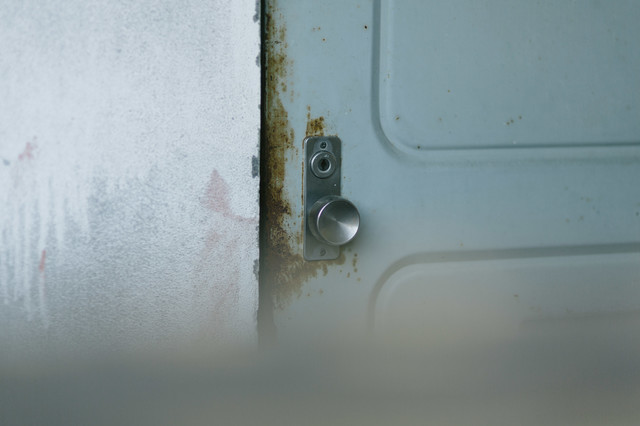 「開かない扉」のフリー写真素材
