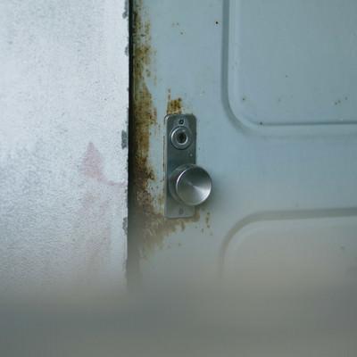「開かない扉」の写真素材