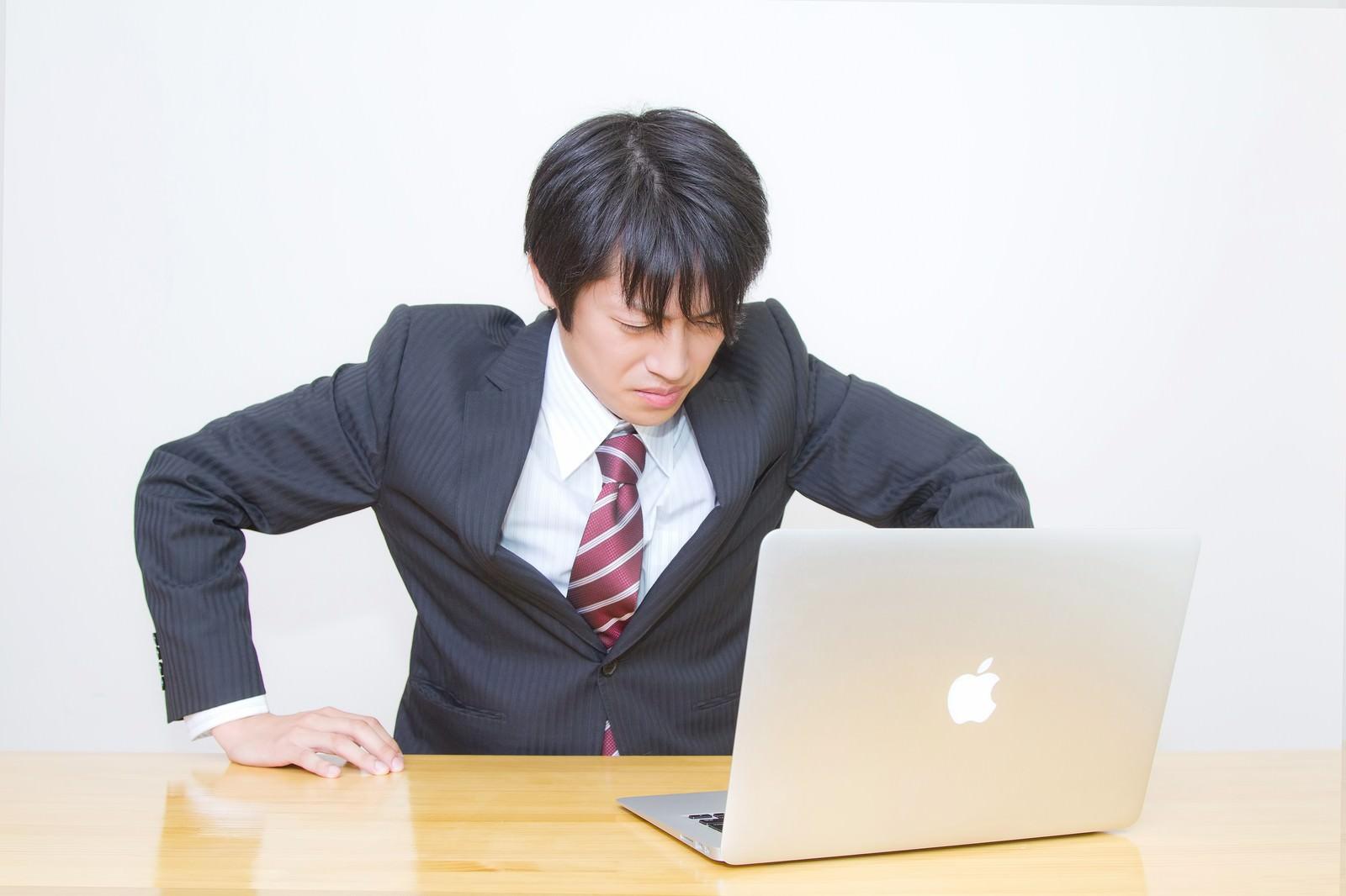 「ガタッ!っと席を立つサラリーマン」の写真[モデル:Tsuyoshi.]