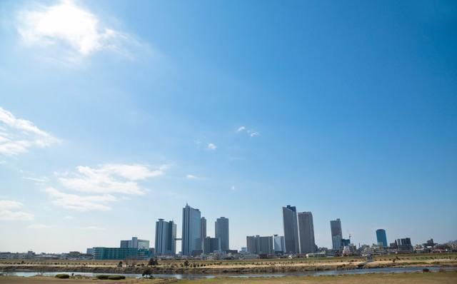 多摩川からの町並みの写真