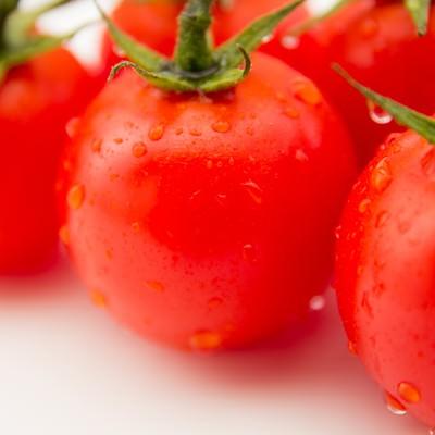 「フレッシュな赤いミニトマト」の写真素材