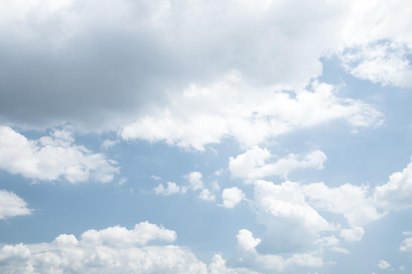 「雲が出てきた空」の写真