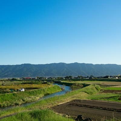 「青空、山、農地のほどよいバランス(福岡県大刀洗)」の写真素材