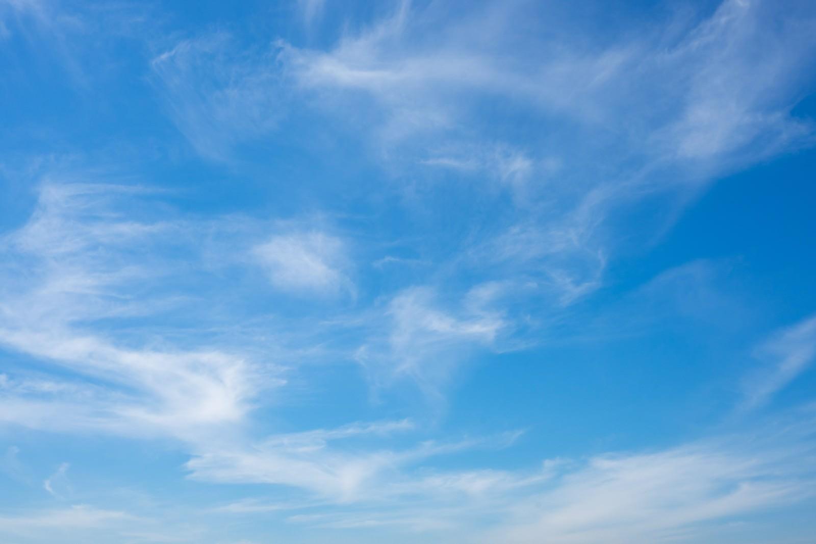 日中の青空 無料の写真素材はフリー素材のぱくたそ