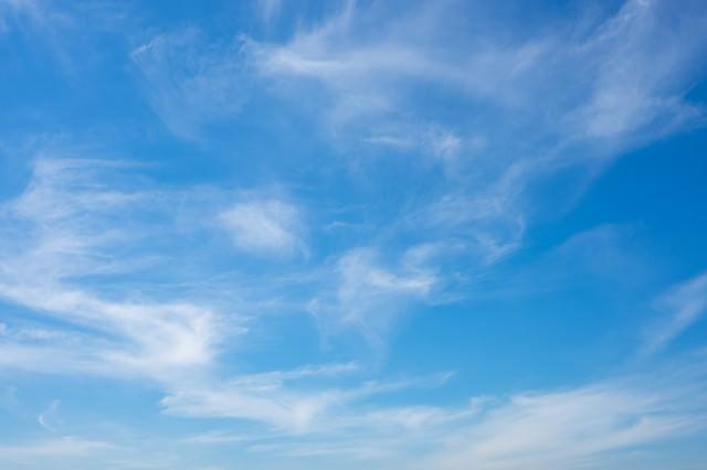 日中の青空の写真