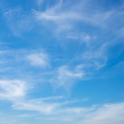 「日中の青空」の写真素材