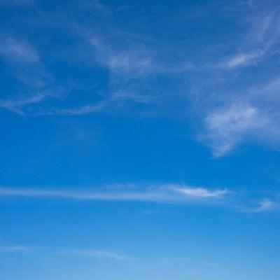 「薄い雲と晴れた空」の写真素材