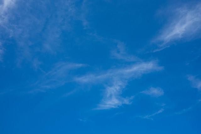 青空と薄い雲の写真