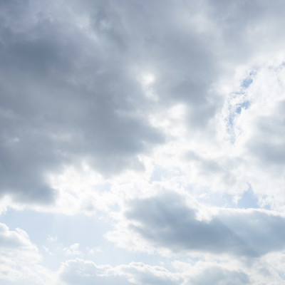「雲は、天然のディフューザー」の写真素材