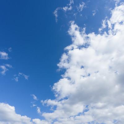 「青空と雲のバランス」の写真素材
