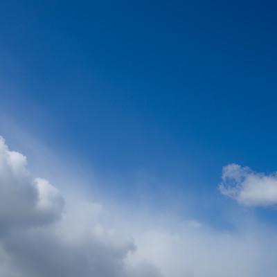 「雨雲と青空」の写真素材