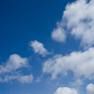 「快晴だと思ったら雲が出来てた」の写真素材