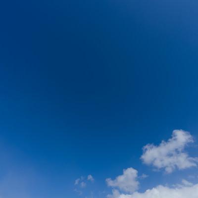 「青空と雲の一部」の写真素材