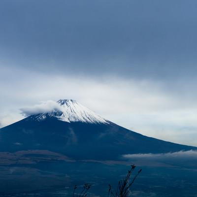 まえかけ雲と富士山の写真