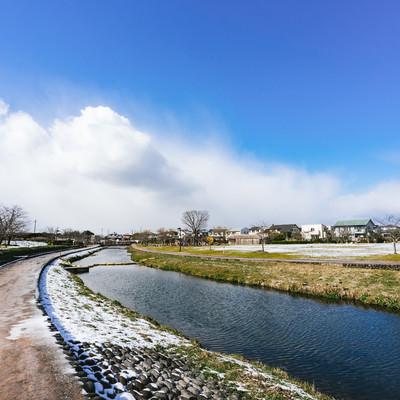 「雪が降った後の大刀洗公園」の写真素材