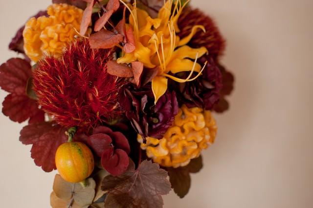 秋のフラワーアレンジメントの写真
