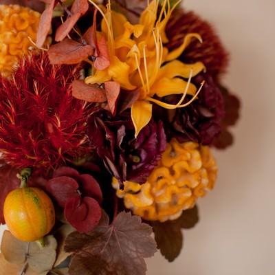 「秋のフラワーアレンジメント」の写真素材