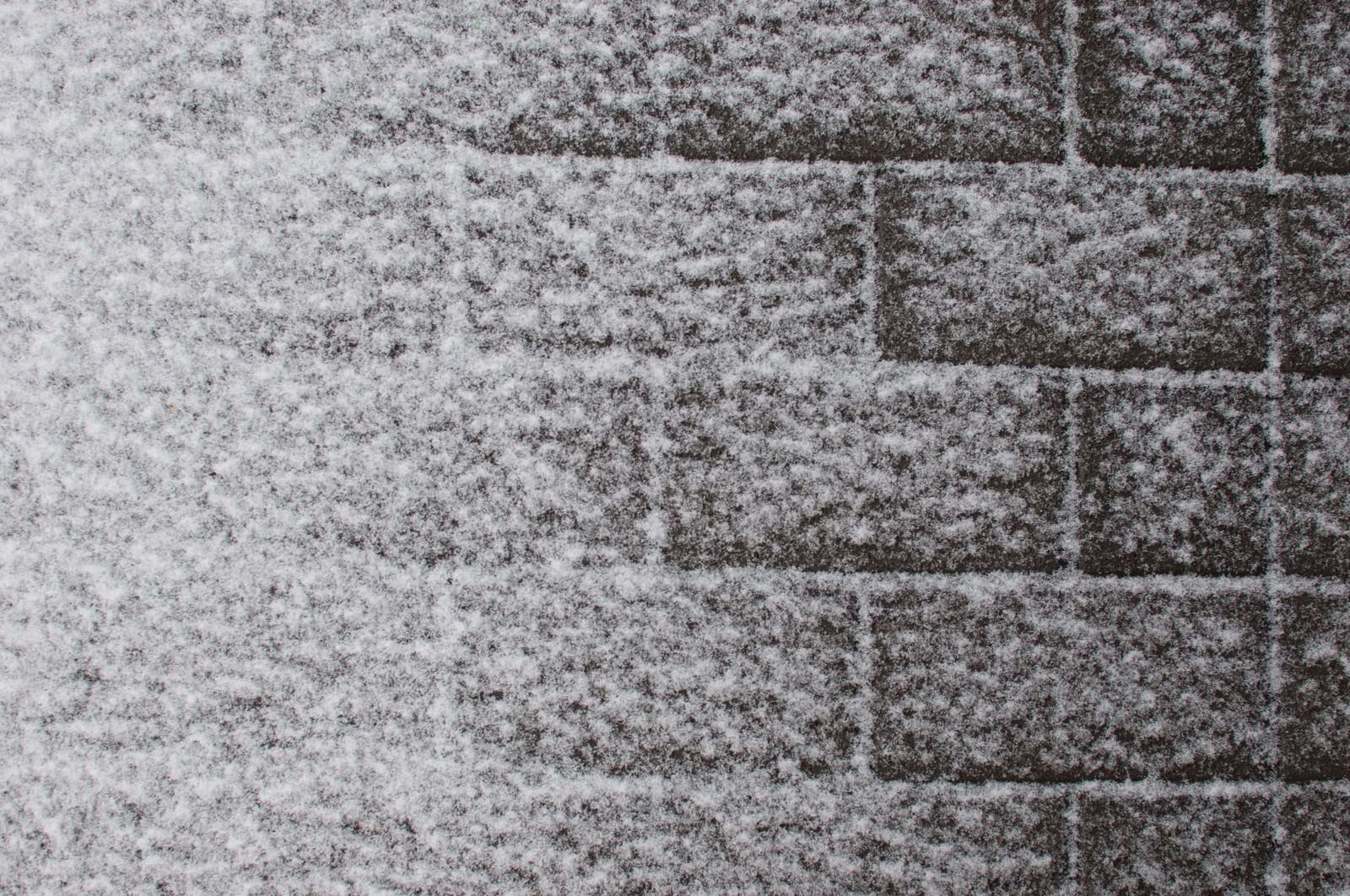 「インターロッキングと雪」の写真