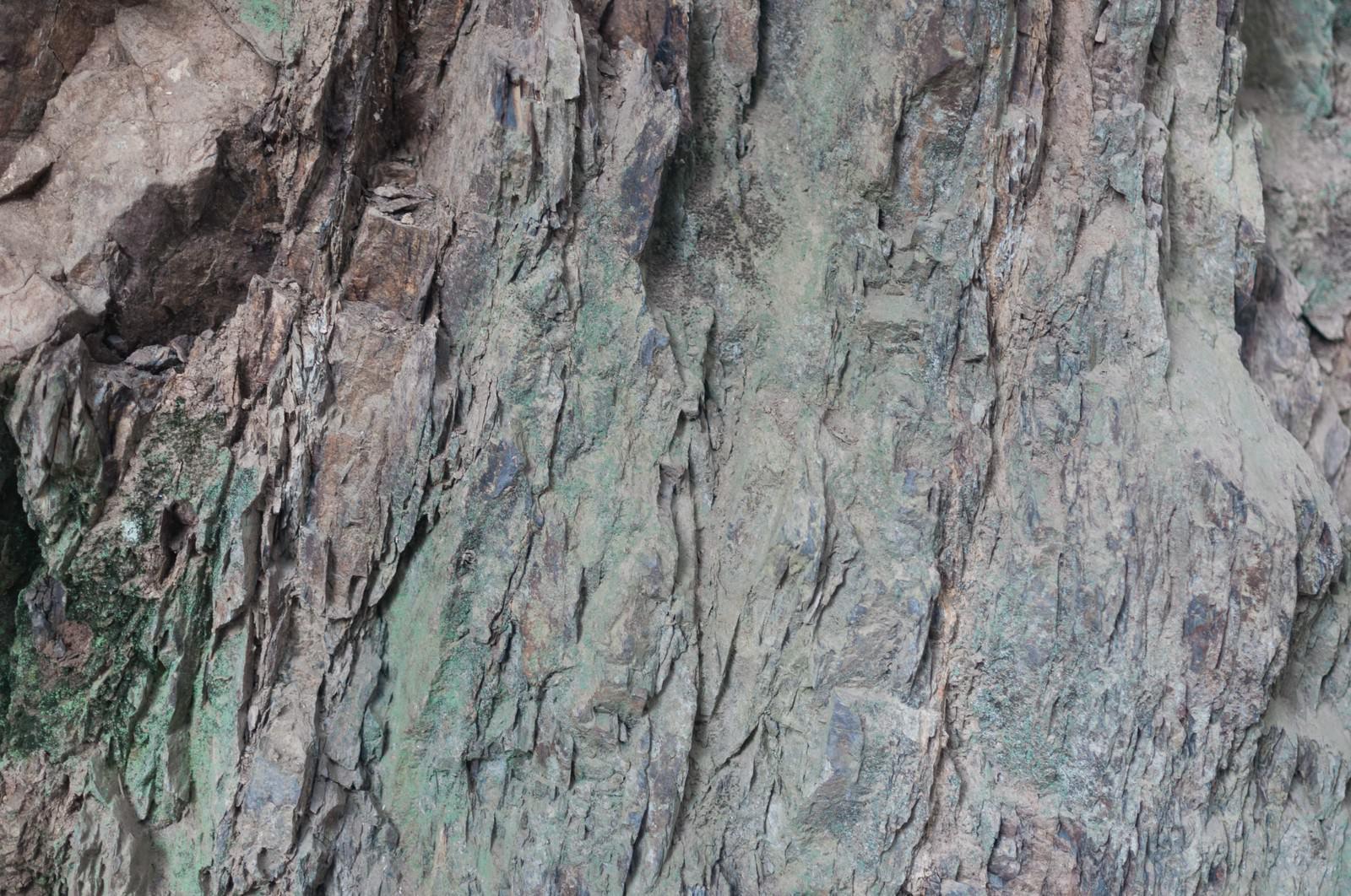 「ゴツゴツした岩肌(テクスチャー)ゴツゴツした岩肌(テクスチャー)」のフリー写真素材を拡大