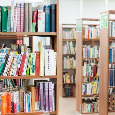 「学校の図書室」の写真素材