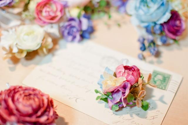 造花と手紙の写真