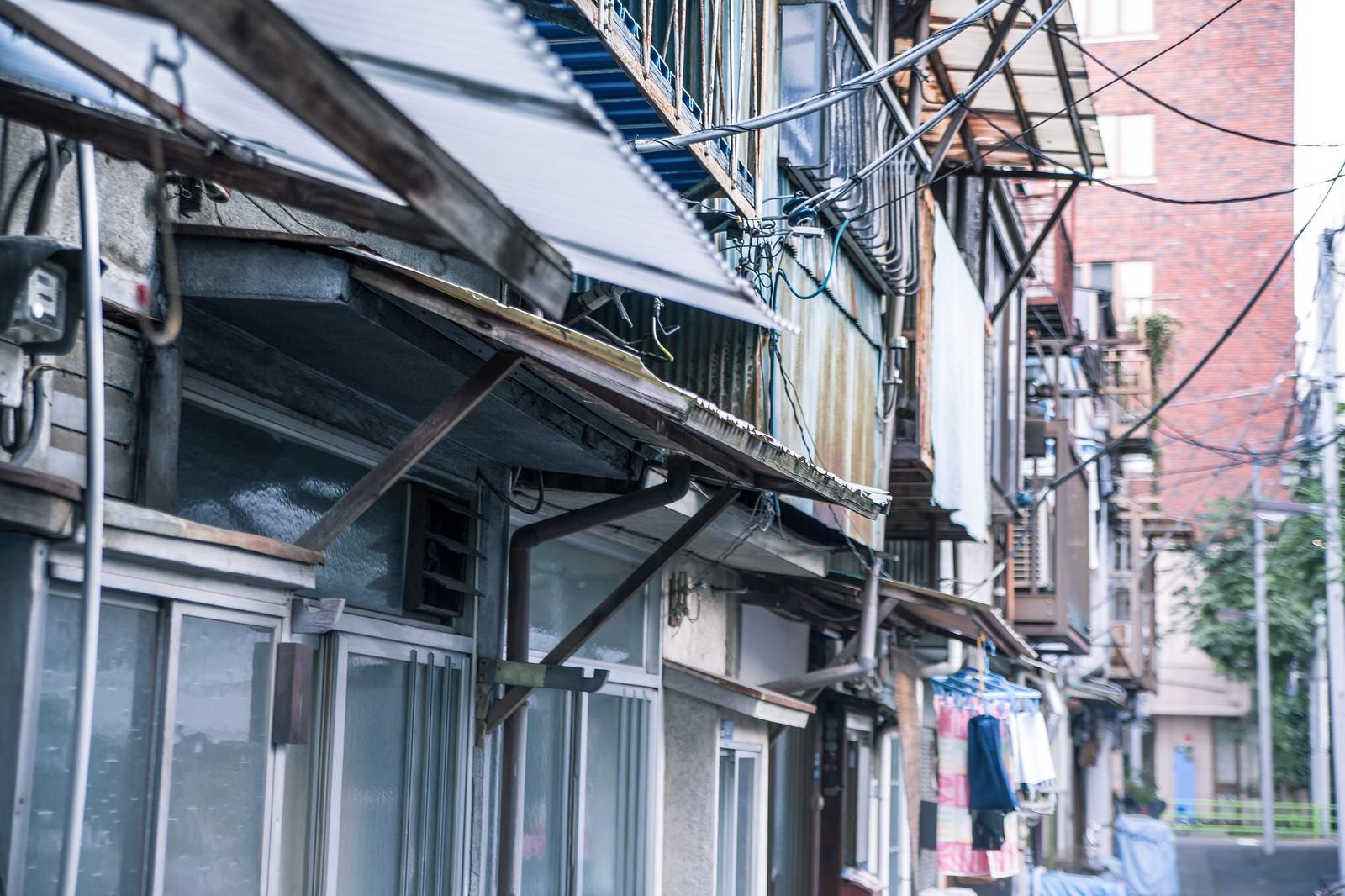 「古い住宅古い住宅」のフリー写真素材を拡大