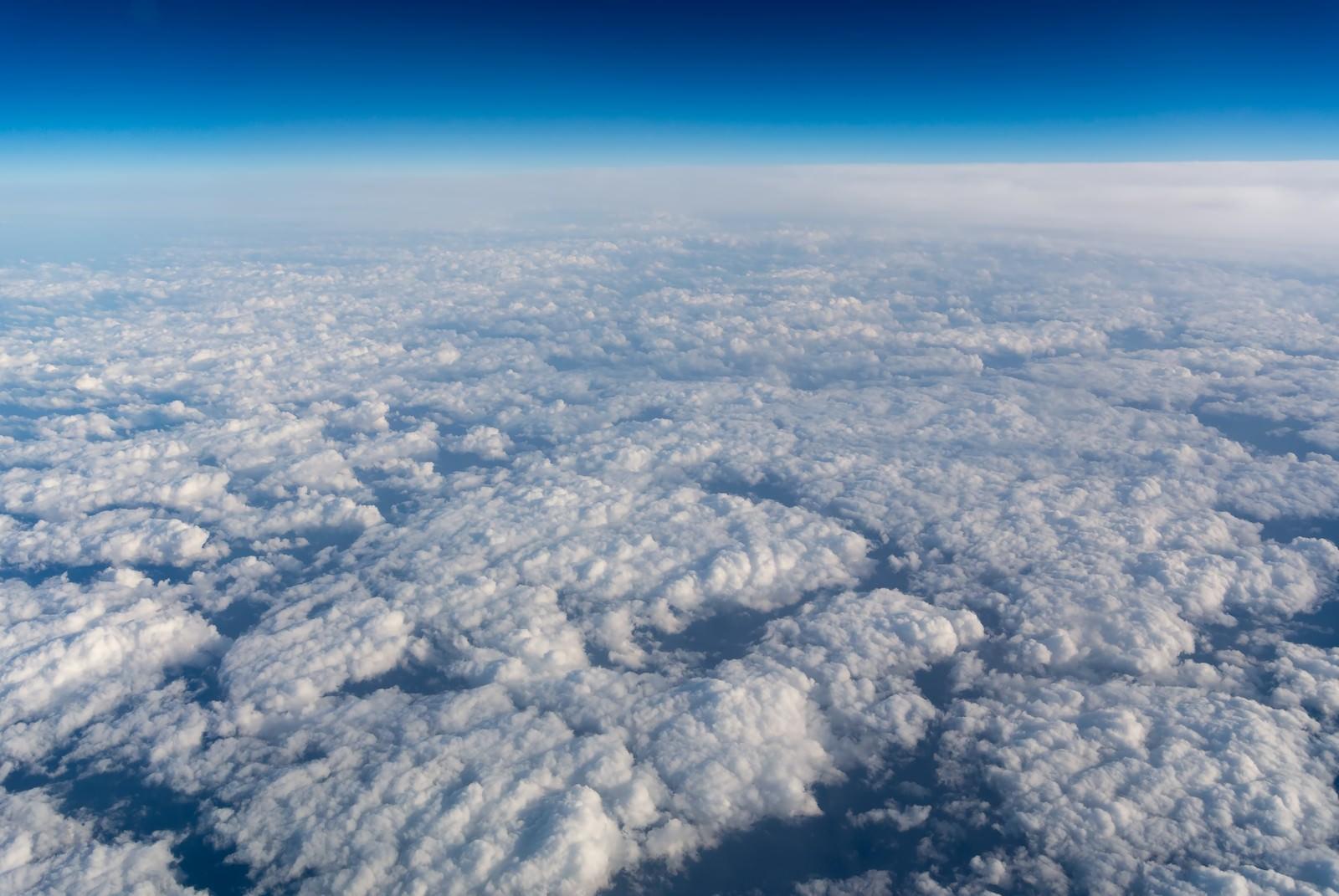 眼下に広がる雲