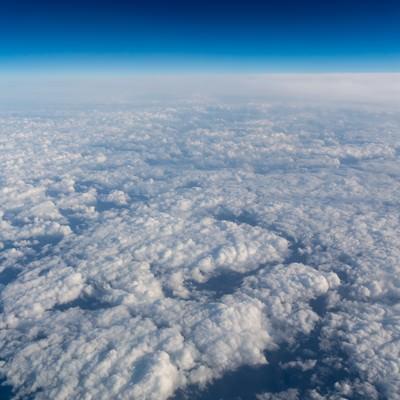 眼下に広がる雲の写真