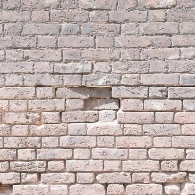 「朽ちたレンガの壁(テクスチャー)」の写真素材